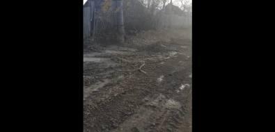 Строители дороги вАлександровске-Сахалинском разрушают заборы икоммунальные сети