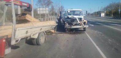 Три автомобиля столкнулись напроспекте Мира областного центра