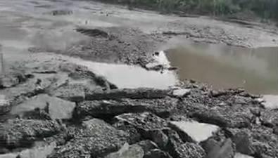 Озеро посреди Чехова ловит машины ине сдается коммунальщикам