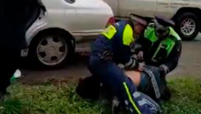 Китель смедалями нашли вмашине пьяного водителя вЮжно-Сахалинске