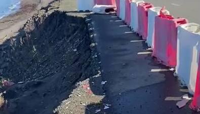 Дорога вНевельском районе рискует быть окончательно смытой морем