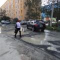 Жители 11 микрорайона Южно-Сахалинска уже месяц наблюдают последствия утечки на водопроводе