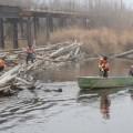 Нефтяники и газовики помогли жителям села Вал в расчистке нерестовой реки