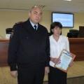Начальник сахалинского УМВД наградил сотрудницу полиции и жителя Корсакова, задержавших грабителя
