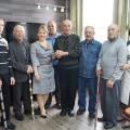 Мэр Корсакова подарила ветеранам спорта новые биты