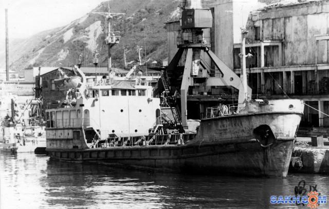 АМУРСКАЯ.  (порт Невельск, 1988 год)  Фотограф: 7388PetVladVik  Просмотров: 4945 Комментариев: 4