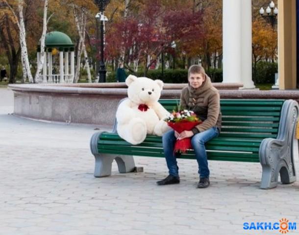Романтик. Не знаю кто это, но сначала видела его в Сити Молле, с этим медведем и букетом, а потом здесь на Сах.коме была выложено это фото, кем-то.  Просмотров: 238 Комментариев: 0