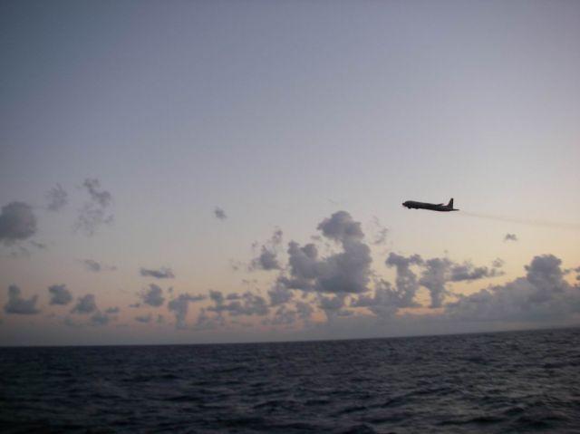 Сначала нас нашел самолет... Фотограф: orlan  Просмотров: 828 Комментариев: 0