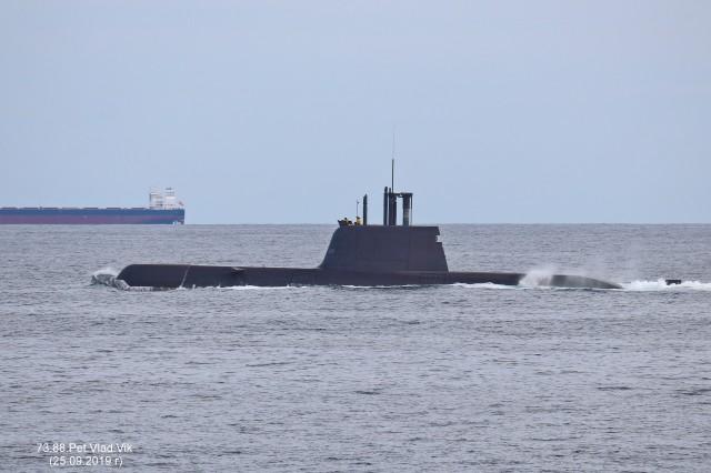 Южно-корейская подводная лодка у берегов Южной Кореи. Фотограф: 7388PetVladVik  Просмотров: 1109 Комментариев: 0