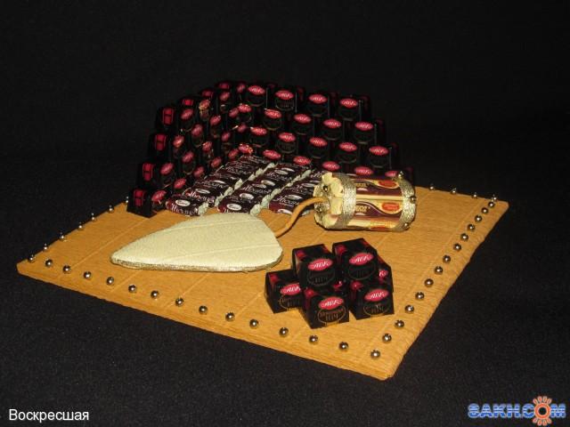 Подарок из конфет строителю 54