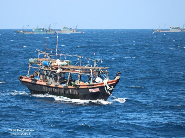 Северо-корейские рыбаки. Фотограф: 7388PetVladVik  Просмотров: 726 Комментариев: 0