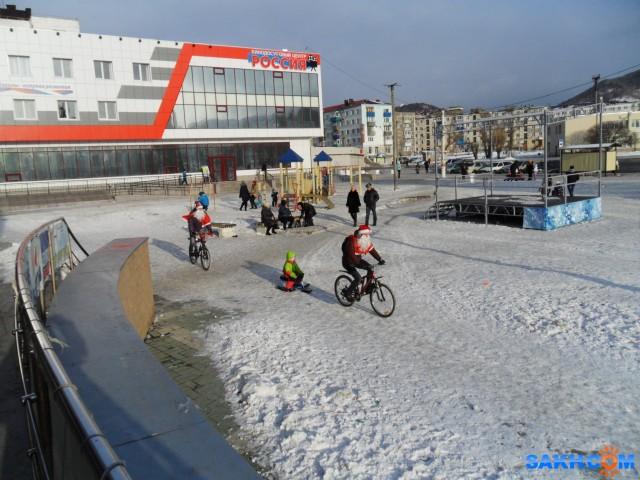 SAM_7788 Молодые Деды морозы на велосипедах.  Просмотров: 697 Комментариев: 0