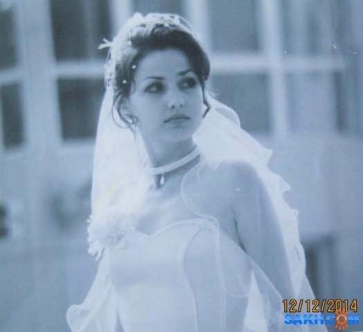 Анна. Это очень красивая девушка и не менее красиво фото. Когда-то мною созданный образ невесты. Нежной невесты Анны... Фото сделано аж в 2006 году, а 2014 - это отметина фотоаппарата, который сделал снимок самой фотографии. Вроде понятно написала :)))  Просмотров: 303 Комментариев: 0