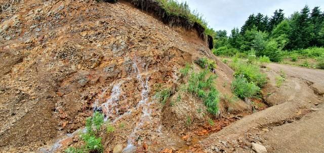 Водопад с середины скалы.  Просмотров: 142 Комментариев: 0