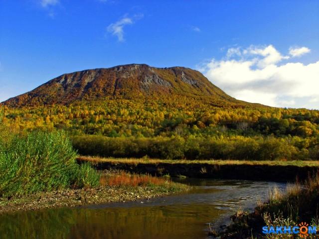 IMG_0149-м Река Малахитовка, вид на гору Минская (Колдунья).  Просмотров: 274 Комментариев: 0
