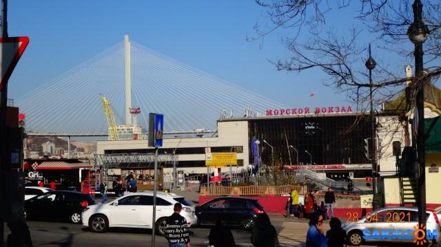 DSC02228 Морской вокзал — вокзальный комплекс в центральном районе города Владивостока. Построено в 1959—1964 годах. Автор проекта — архитектор П. И. Бронников. Историческое здание на Нижнепортовой улице, 1 сегодня является объектом культурного наследия Российской Федерации. Примыкает к железнодорожному вокзалу Владивостока. Вокзал был значительно перестроен в 1990-е и 2000-е годы и потерял свой исторический архитектурный вид.  Просмотров: 70 Комментариев: 0