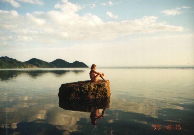 Полный отлив,море-зеркало,а в прилив камень скрывается