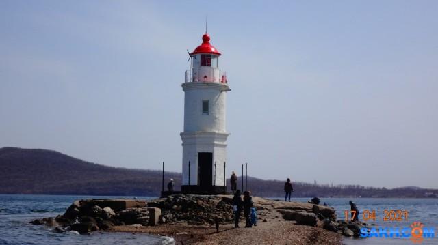 DSC00668 Сегодня Маяк Эгершельд является главным ориентиром при входе в порт Владивосток для судоводителей, а также одной из достопримечательностей для туристов и гостей города. Для владивостокцев маяк Эгершельд и его пляж – любимое место отдыха, особенно в летнее время. Туристы же приезжают сюда, прежде всего, чтобы полюбоваться захватывающими дух видами, открывающимися с маяка: слева гордо возвышается остров Русский и виднеется Владивостокский порт, а справа – неповторимой красоты море, сливающееся у горизонта с небесным куполом.  Просмотров: 34 Комментариев: 0