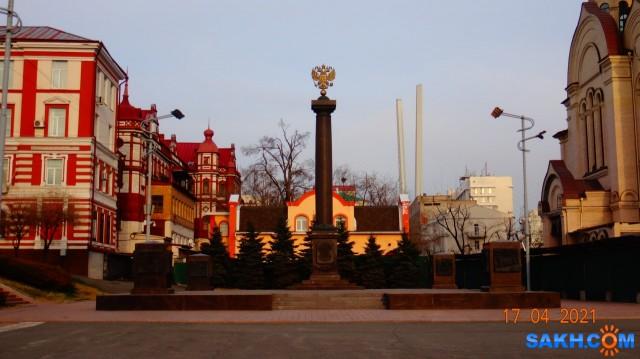 DSC00740 Стела «Город воинской славы» установлена на главной площади Владивостока на Светланской улице, рядом с памятником «Борцам за власть Советов на Дальнем Востоке», в нескольких сотнях метров от бухты Золотой Рог.  Просмотров: 57 Комментариев: 0