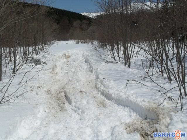 Здесь квадроциклы застряли в снегу, развернулись и поехали назад
