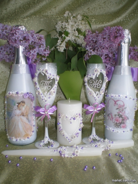 Украшу аксессуары для свадьбы - бокалы, свечи, шампанское, замочки, подушечки для колец и т.д. Можно в наборе или отдельно. На Ваш вкус и цвет