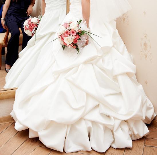 Продам свадебное платье, р.42-44, цвет шампань, производство Южная Корея. Подойдет на рост 150-155 см. На корсете вышивка камнями ручной работы