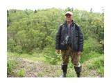 Человек у обрыва, упадешь, мало непокажеться! Фотограф: viktorb о. Сахалин, Яблоневый перевал!  Просмотров: 1106 Комментариев: 0