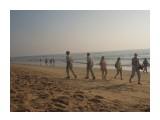 DSCN0329 Индия, пляж Калангут.Полицейские с оружием берегут наш покой  Просмотров: 9 Комментариев:
