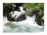"""Название: Небольшой водопад на реке Красносельской Фотоальбом: Пороги, водопады Категория: Природа Описание: N47°05'00.5"""" E142°50'09.2"""" высота над уровнем моря 272 м  Просмотров: 720 Комментариев: 0"""
