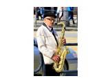 Уличный музыкант Фотограф: Иван Дзюба давно и хорошо играет  Просмотров: 2716 Комментариев: 0