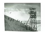 Окрестности г. Тойохара. Вышка у трамплина для наблюдения за прыжками на горе на горе Асахигиока. Фото 1936 г.  Просмотров: 89 Комментариев: