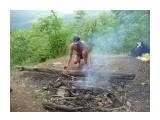 Даже бревно стало необходимым, для подготовки  импровизированных шашлыков! Фотограф: viktorb  Просмотров: 929 Комментариев: 0