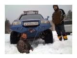 Перевал на Лесное 18 апреля 2010 1,5 - 2 метра снега под машинами....  Просмотров: 2197 Комментариев: