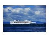 Sun Princess Круизный корабль 5* в Корсакове Фотограф: В.Дейкин Австралийский Сан Принсесс Круизный корабль 5* является одиним из крупнейших круизных лайнеров в мире. Длина: 261 м.; Ширина: 32 м.; Палуб 10.; Лифтов 11, Вместимость: 1950 пассажиров; Экипаж: 900 человек; 975 кают, из которых 410 кают с балконом, 190 кают с окном, 372 внутренних кают  Просмотров: 1192 Комментариев: 0