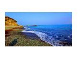 DSC01351 По обе стороны пляжа Стекляшки расположены красивые скалы, причем с левой стороны пляжа открывается вид на сползающие скалы, которые под наклоном уходят в море.  Просмотров: 161 Комментариев: 0