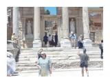 Название: Туристы Фотоальбом: vizit Категория: Туризм, путешествия Описание: Вход в библиотеку. Турция, Эфес, июль 2014 года  Просмотров: 398 Комментариев: 0