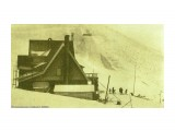 Сахалин, период Карафуто... Гора Асахигиока, в переводе с японского - гора восходящего солнца. Альпийская хижина, на дальнем плане трамплины...  Просмотров: 110 Комментариев: