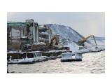 Невельский морской рыбный порт. Здание холодильника  начали помаленьку сносить? Фотограф: 7388PetVladVik  Просмотров: 4374 Комментариев: 0