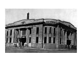 Тоёхара, Карафуто 1930 год . Здание банка Hokkaido Tokushoku Bank Toyohara.  Просмотров: 646 Комментариев: