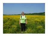 Лето, цветущее поле и Женщина скрашывающая мужскую компанию! Фотограф: viktorb Окр. Южно-Сахалинска!  Просмотров: 1037 Комментариев: 0